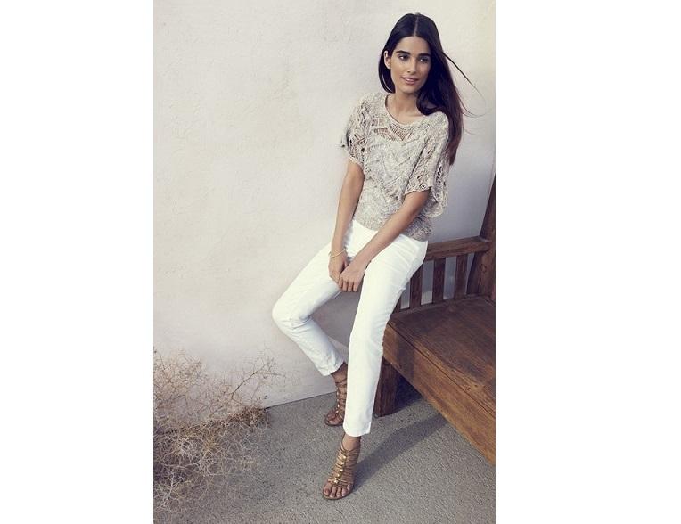 Pantaloni albi pentru zile înnegurate