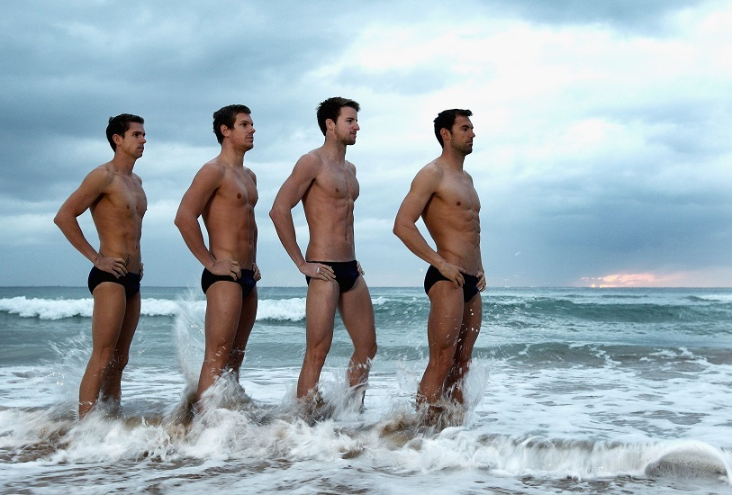 Echipamentul de plajă al bărbatului actual
