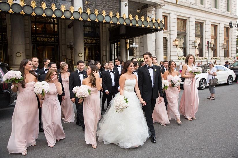 Tradiții vestimentare la nunți